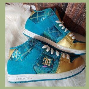 DC skateboard sneakers size 7 W